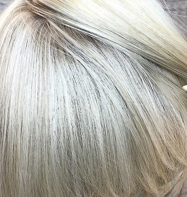 Blonde blonde we love our blondes 🌞🏼♀️🏼♀️ call today to schedule an appointment to brighten up your day 760-230-4880. Team work makes the dream work !