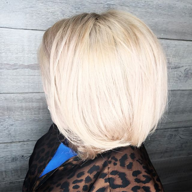 This new guest came to us in need of a color correction and our Aveda Artists killed it! Bye bye purple, hello blonde! Swipe to view the before.