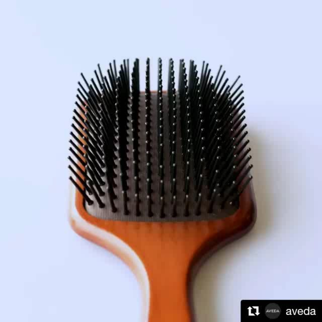 Know why our paddle brush is so darn great at detangling? It's the bristles! The bristles are lined up in rows you can see right through (and hair can slide right through) when you look at it from the handle. From the side-view, the bristles are staggered. So, reduce stress to your hair when brushing by holding the brush vertically when you start, and turn it sideways when the initial detangling is done. Now you know!___________________________#instahair #instabeauty #atthesalon #salonlife #hair #hairspiration #hairsalon #haircolor #hairstyles #hairstyling #haircut #carlsbad #sandiego #sandiegohair #carlsbadhair #aveda #avedacolor #avedaproducts #avedaartist #smellslikeaveda #crueltyfree #botanicals #knowwhatyouremadeof #plazapaseoreal #paddlebrush #detangle