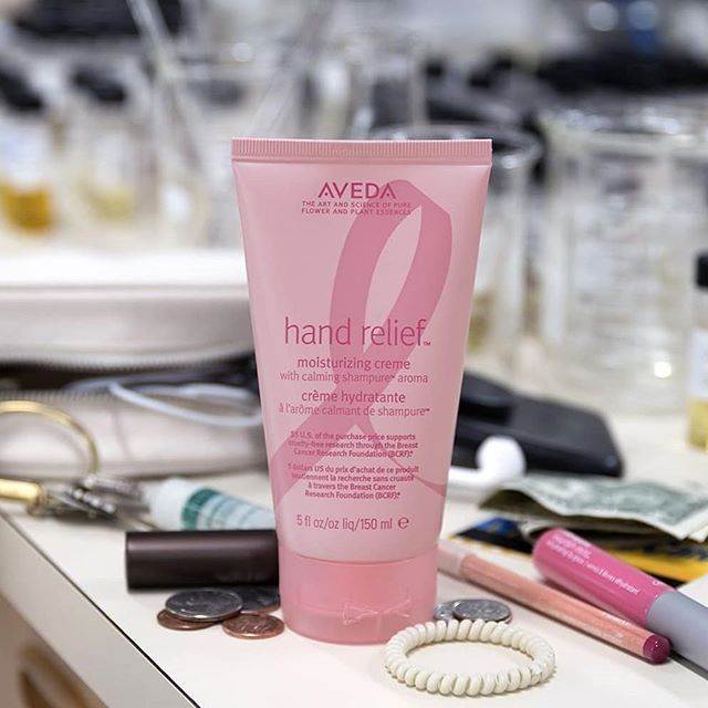 It's October, and that means: 1. Dry hands can strike at any moment — no handbag or travel bag is complete without Hand Relief. 2. You can grab a limited edition (pink!) tube to support cruelty-free breast cancer research. Win-win. #TimetoEndBreastCancer___________________________#instahair #instabeauty #atthesalon #salonlife #hair #hairspiration #hairsalon #haircolor #hairstyles #hairstyling #haircut #carlsbad #sandiego #sandiegohair #carlsbadhair #aveda #avedacolor #avedaproducts #avedaartist #smellslikeaveda #crueltyfree #botanicals #knowwhatyouremadeof #plazapaseoreal #repost @aveda